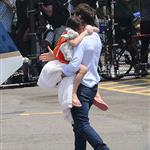 Tom Cruise takes Suri on a helicopter ride 121034
