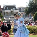 Tom Cruise and Katie Holmes create Suri spectacle at Disneyworld 32914