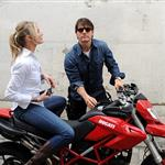 Tom Cruise shoots on a bike with Cameron Diaz 51890