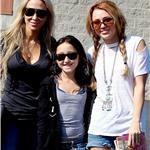 Noah and her two role models out and about among the paps a couple of months ago 74598