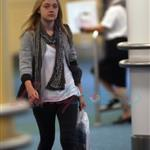 Dakota Fanning arrives in Vancouver to work on Eclipse 45198