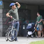 A bald Matt Damon bikes with family in Vancouver  90286