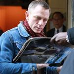 Daniel Craig signs autographs for fans outside of The Today Show 100832
