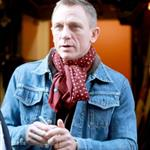 Daniel Craig signs autographs for fans outside of The Today Show 100836