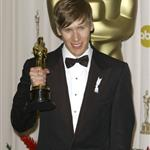Dustin Lance Black shows off his Oscar everywhere 34311