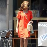 Eva Mendes takes Ryan Gosling's dog to the salon 122500