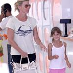 Faith Hill and Tim McGraw with their kids in LA at a pet store 43412