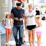 Faith Hill and Tim McGraw with their kids in LA at a pet store 43403