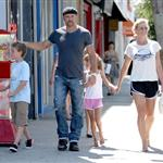 Faith Hill and Tim McGraw with their kids in LA at a pet store 43407