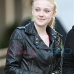 Dakota Fanning signing autographs for fans in Vancouver 39000