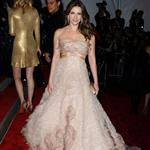Elizabeth Hurley overdressed at the 2009 Costume Institute Gala 38404