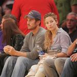 Kate Hudson and brother Oliver at Laker game  36212