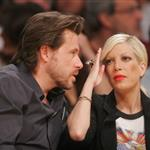 Kate Hudson and brother Oliver at Laker game  36210
