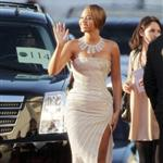 Beyonce outside the 2009 Golden Globe arrivals 30504