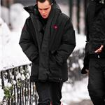 Ed Westwick in red Hunter boots on Gossip Girl set 77762