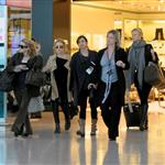 Gwyneth Paltrow and Mary Kate and Ashley Olsen at Heathrow 25901