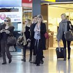 Gwyneth Paltrow and Mary Kate and Ashley Olsen at Heathrow 25905