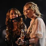 Taylor Swift lets Miley Cyrus butcher her song at Grammy Awards 2009 32461