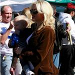 Gwen Stefani with her boys the other day at the park  54194