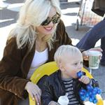 Gwen Stefani with her boys the other day at the park  54199