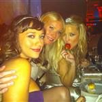Gwyneth Paltrow with Kate Hudson and Rashida Jones at the Met Gala 2011 84580