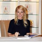 Gwyneth Paltrow promotes cookbook at Williams Sonoma 83574