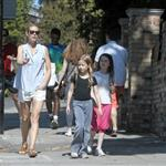 Gwyneth Paltrow out in London with her daughter Apple Martin and some friends 115982