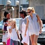 Gwyneth Paltrow out in London with her daughter Apple Martin and some friends 115990