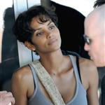 Halle Berry shoots Dark Tide in Cape Town with Oliver Martinez  67082