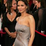 Halle Berry at the 77th Annual Acadmeny Awards, February 27, 2005 107023