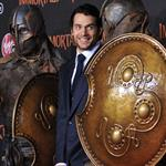 Henry Cavill at the Hollywood premiere of Immortals  97881
