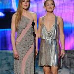Kate Hudson and Nicole Kidman at the AMAs 51036