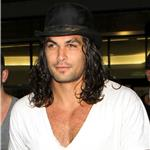 Jason Momoa arrives at LAX with a pillow and a hat box 91695