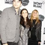 Jennifer Aniston hangs out with Demi Moore and Ashton Kutcher after the 24 Hour Play in New York 50236