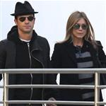 Jennifer Aniston and Justin Theroux go to the movies  103641