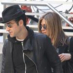 Jennifer Aniston and Justin Theroux go to the movies  103647