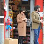 Jennifer Garner and Ben Affleck go Christmas shopping for their girls in LA 100484