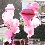Jennifer Love Hewitt has balloons delivered to her house 53324