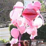 Jennifer Love Hewitt has balloons delivered to her house 53325