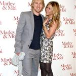 Jennifer Aniston wears print in Paris with Owen Wilson at Marley & Me photo call 33855