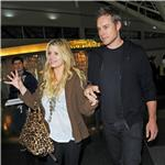 Jessica Simpson tries to hide ring but not really as she and Eric Johnson arrive in New York 73409