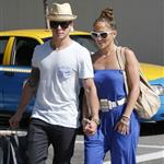 Jennifer Lopez and Casper Smart shop in LA 115412