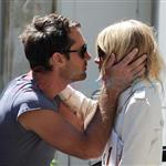 Sienna Miller Jude Law kiss goodbye in London July 2010  64531