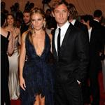 Sienna Miller and Jude Law together again at the Costume Institute Gala 2010  60312
