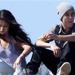Justin Bieber and Selena Gomez enjoy a romantic picnic in Griffith Park 110697