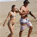Kate Hudson and Adam Scott on the beach in Hawaii 30670