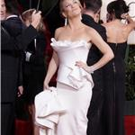 Kate Hudson in white Marchesa at Golden Globes 2010 like Nicole Kidman Chanel Oscars 2004 53574