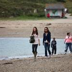 Kate Middleton and Pippa walk on the beach on Llanddwyn Island 92636