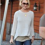 Katherine Heigl picks up her dog from the vet 98890