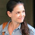Katie Holmes out in New York two days ago wearing her wedding band 119379